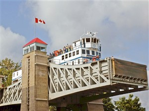 Peterborough Lift Lock Cruise